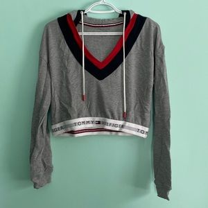 🔥SALE🔥Tommy Hilfiger Cropped Grey Sweater